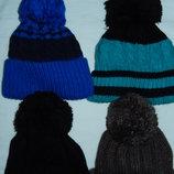 Новые зимние шапки с бубоном,р-р универсальный 52-56, 100 и 125 гр