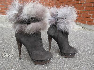 замшевые ботинки на высоком каблуке Sasha Fabiani. разм.36