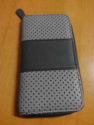 Стильный серый кошелек