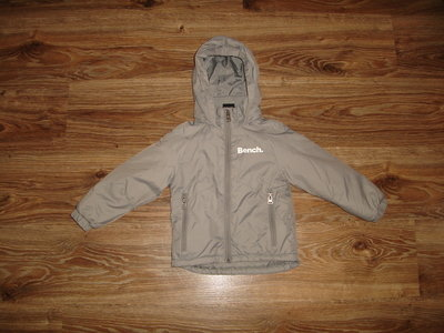 Куртка Bench на 2-3 года, водоотталкивающая капюшон можно прятать в воротник длина 37 , ширина 31, о
