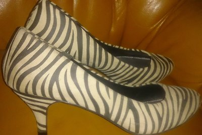 стильні туфлі зебра шт замш George р41