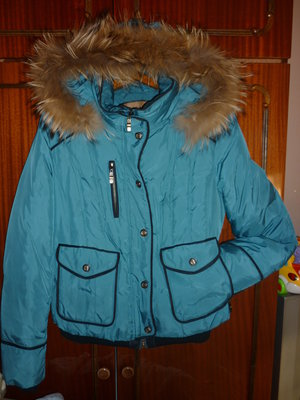 Продам зимнюю курточку,в хорошем состоянии.Наполнитель пух.