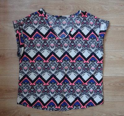 Красивая блузка 16-размера . Яркая