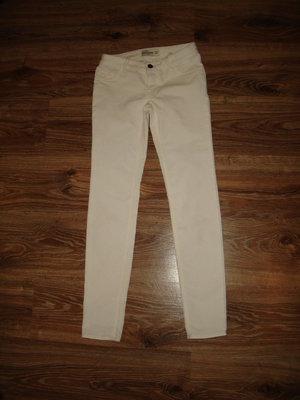 Белые вельветовые брюки Abercrombie на 14 лет хороший состав 75% котон, 24% полиестр, 1% єластан дл