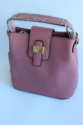 Оригинальная и вместительная сумочка