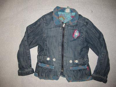 джинсовая куртка пиджак на 7-8 лет на подкладке