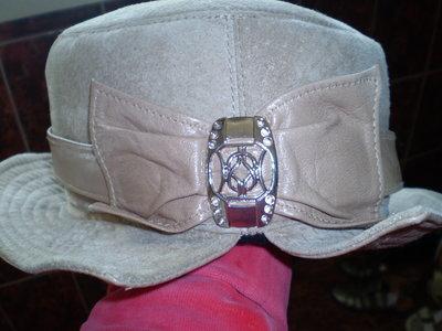 Кожаная шапка.