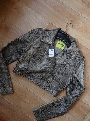 Снизила цену Короткая курточка под питона из кожзама