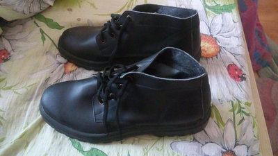 Чоловічі нові шкіряні черевики 42 розміру