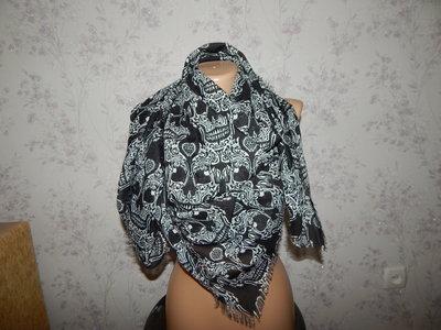платок в черепах тонкий стильный модный