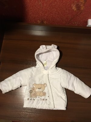 Курточка на возраст 0-3 месяца на синтепоне демисезонная