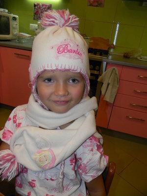 шапка с шарфом Barbie на девочку 4-6 лет сост. новой