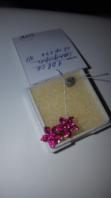 Золотые серьги с розовыми сапфирами.