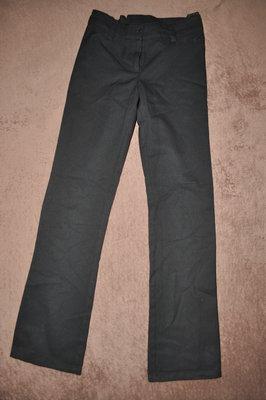 Черные школьные брюки на худенькую девочку