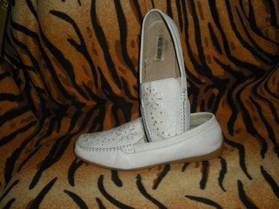 Туфли женские белые,100% кожа,ролиуретановая подошва,р.39.