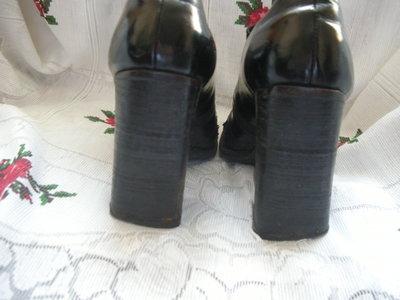 Туфли женские черные лаковые на высоком каблуке,р.38.-180грн.