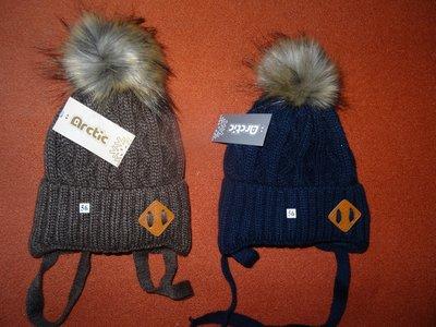 В наличии новые зимние шапки с меховыми помпонами