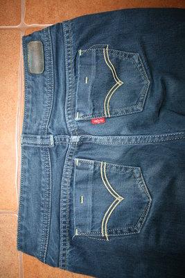 Продам джинси Lewis р. 155 см. Дуже гарний синій колір. 100% котоню Стан відмінний. Виробник Філіпі