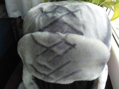 очень красивая и очень теплая шапка-ушанка.