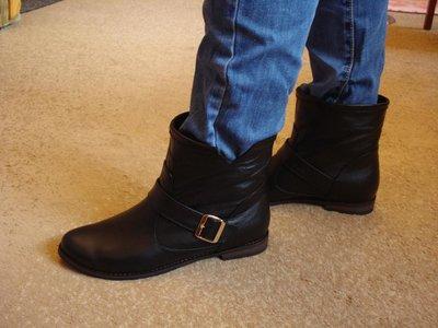 Продано: Ботинки женские демисезон. S-10. Натуральная кожа.