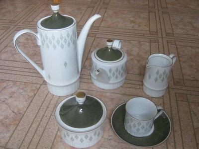 Сервиз чайный, кофейный, 12 персон, немецкий ГДР, Volkstedt