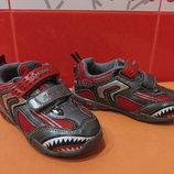 Кроссовки с мигалками д/мал. р.24 7 Geox акула .