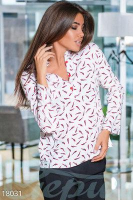 Оригинальная блуза попугаи
