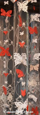 Ажурные белые и красные бабочки с бумаги разных размеров и форм