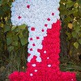 Единичка с роз на годик ребенку в бело-красном стиле