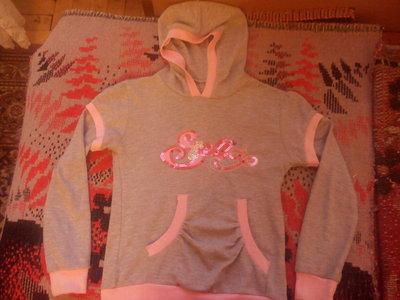 Красивая кофта с капюшоном для девочки 6-9лет