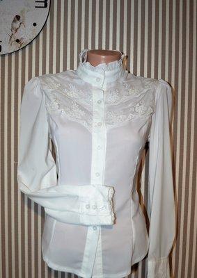Очаровательная блузочка с гипюровыми вставками