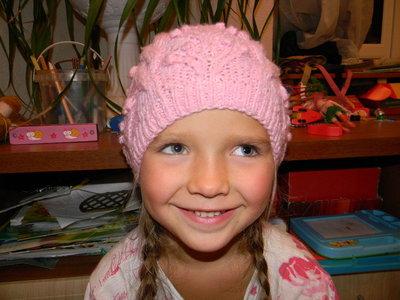 шапочка деми ручной работы на девочку 4-7 лет сост. новой