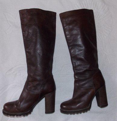 Демисезонные кожаные коричневые женские сапоги - 35 размер. Румыния