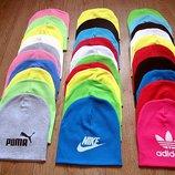 Яскраві шапульки Adidas , Puma , Nike .
