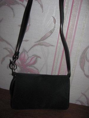 Черная тканевая сумка на длинной ручке
