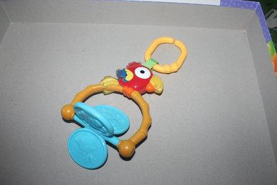 Отличная погремушка Попугай от Фишер-Прайс