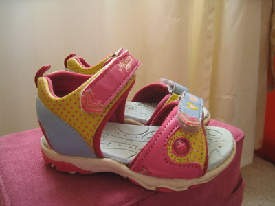 Очень красивые сандали для девочки 22 р-р
