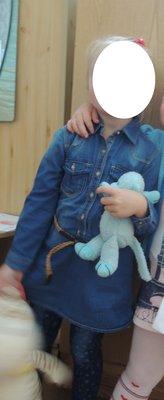 Продано: Очень красивое джинсовое фирменное платье-туника с поясом, 4/5 лет