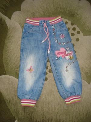 Джинсовые штанишки на девочку.