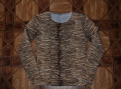 Кофта с длинным рукавом и вырезом в тигровый принт