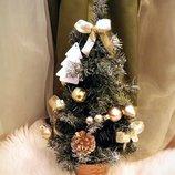 Красивая новогодняя елочка в подставке новогоднее Новый год игрушки дом интерьер