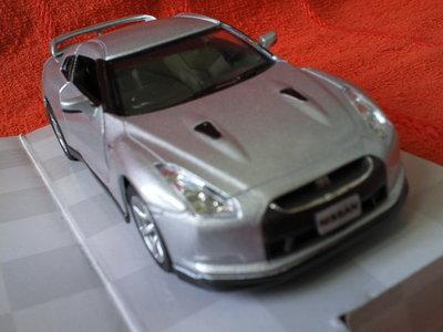 Машинки металл Nissan gt-r r35,Chevrolet corvette z06.