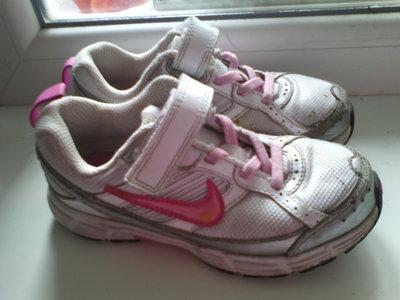 кроссовки Nike р.28-18,5см.по стельке