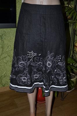 черная юбка с вышивкой