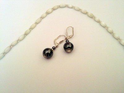 Прекрасные черные сережки с камнями