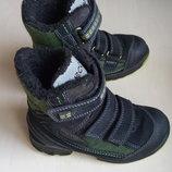 Продам ботинки на мальчика зимние Экко р. 28