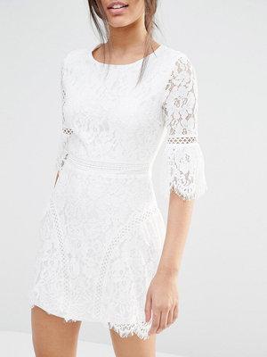 вечернее платье с кружевом белое асос