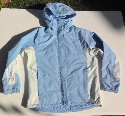 Непродуваемая плотная куртка на сетчатой подкладке с капюшоном. Германия.