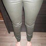 Крутые штанишки с пропиткой визуально под кожу.