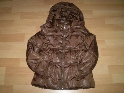 Стильная курточка для девочек фирмы ZARA Испания. Можна на теплую зиму